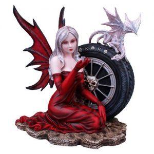 Figura de hada y dragones