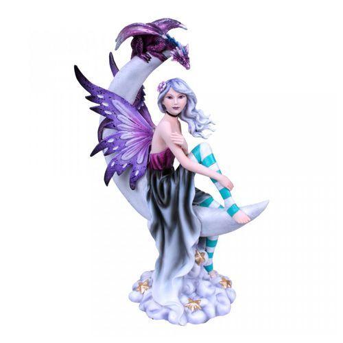 Figura de hada sobre la luna con dragón